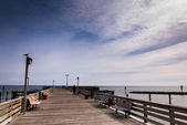 The fishing pier at Chesapeake Beach, along the Chesapeake Bay i — Zdjęcie stockowe