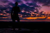 Clouds move behind a statue in a long exposure taken after sunse — Stock Photo