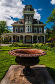 Urn in front of the mansion at Cylburn Arboretum, Baltimore, Mar — Stock Photo