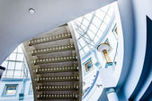 Staircase and large glass dome in Towson Town Center, Maryland. — Stok fotoğraf