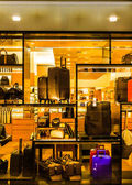 Suitcases and bags in a store window, in Towson, Maryland. — Stock Photo