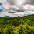 Beautiful summer clouds over the Appalachian Mountains in Shenan — Stock Photo