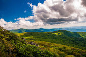 View of the Blue Ridge from Stony Man Mountain in Shenandoah N — Stock Photo