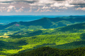 Clouds cast shadows over the Appalachian Mountains, seen from Sk — Foto Stock