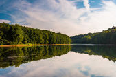 Evening reflections in Lake Marburg, in Codorus State Park, Penn — Stock Photo