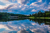Reflection of beautiful evening clouds in Lake Marburg, Codorus — Stock Photo