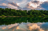 Sunset reflections in Lake Marburg, at Codorus State Park, Penns — Stock Photo