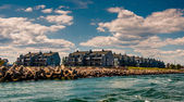 Waterfront condos and a jetty in Point Pleasant Beach, New Jerse — Stock Photo