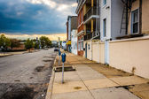 Street scene in a run-down area of Baltimore, Maryland. — Stock Photo
