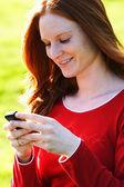 Vrouw met telefoon — Stockfoto