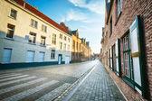 Uma rua vazia europeu pela manhã — Foto Stock