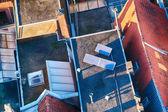 在屋顶上的太阳能电池板 — 图库照片