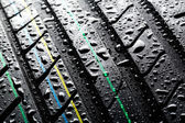Rain on summer car tire — Stockfoto