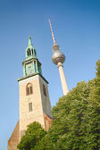 The Berlin TV tower next to St. Mary's Church — 图库照片