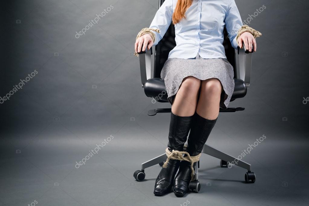 женщину связали на кресла фото