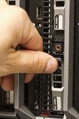 Inserire il disco rigido in un server blade — Foto Stock