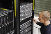 Esso tecnico mantenere server e san — Foto Stock