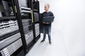 It consultant monitor servers in data center — Stock Photo