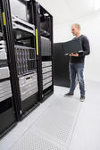 It engineer monitor systems in datacenter — Foto de Stock
