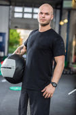 Crossfit traning man with med-ball — Stock Photo