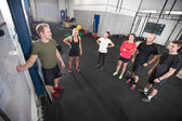 Personal trainer teaches his fitness workout team — Stock Photo