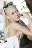 Blonde girl model with sunglesses outdoor — Стоковое фото