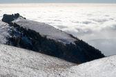 Montañas bajo nubes — Foto de Stock