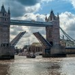 Foto Stock: Bridge over River Thames