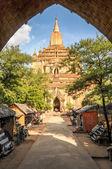 Gamla pagod med marknaden i bagan — Stockfoto