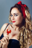 Portrait sexy blonde woman in jeans sundress and red shoes pin up girl retro woman  holding a lollipop red cockerel  sucks a lollipop red cockerel — Stock Photo