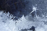 Hoarfrost star on ice background — Stock Photo