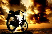 Sillhouette of bicycle at cloudy morning — Stock Photo