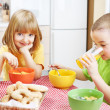 Children eating healthy breakfast — Stock Photo