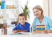 Matka i syn uczenia się matematyki — Zdjęcie stockowe
