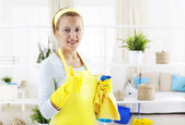 Woman with thumb up gesturing excellent cleaning work — Stock Photo