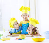 Three children baking — Stockfoto