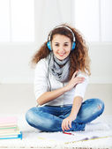 Teeanger listening music and learning — Stock Photo