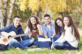 Friendship in the park — Stock Photo