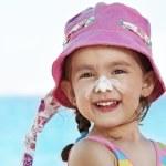 niño proteger del sol — Foto de Stock