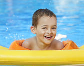 Portrait of a smiling boy in swimming pool — Stock Photo
