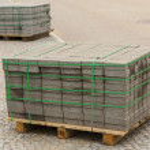 Wooden pallet with concrete bricks. — Stock Photo #32146451