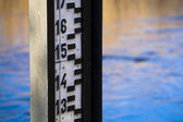 Water level measurement gauge. — Stock Photo