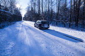 Car on a dangerous stretch of road with snow and ice. — Stock Photo