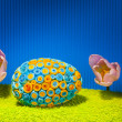 Decorated eggs and spring flowers tulips - symbols of Easter. — Stock Photo
