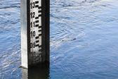 Water level measurement gauge. — Stock Photo