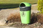 ビニール袋目に見える緑ゴミ. — ストック写真