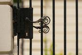 Old metal doorknob, visible decorative door lock, finesse blacks — Stock Photo
