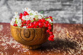 Red and white currants on wooden background — Stock Photo