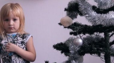 Girl and Christmas tree — Stock Video