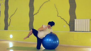 A pregnant woman doing exercises with the ball, yoga — Stock Video